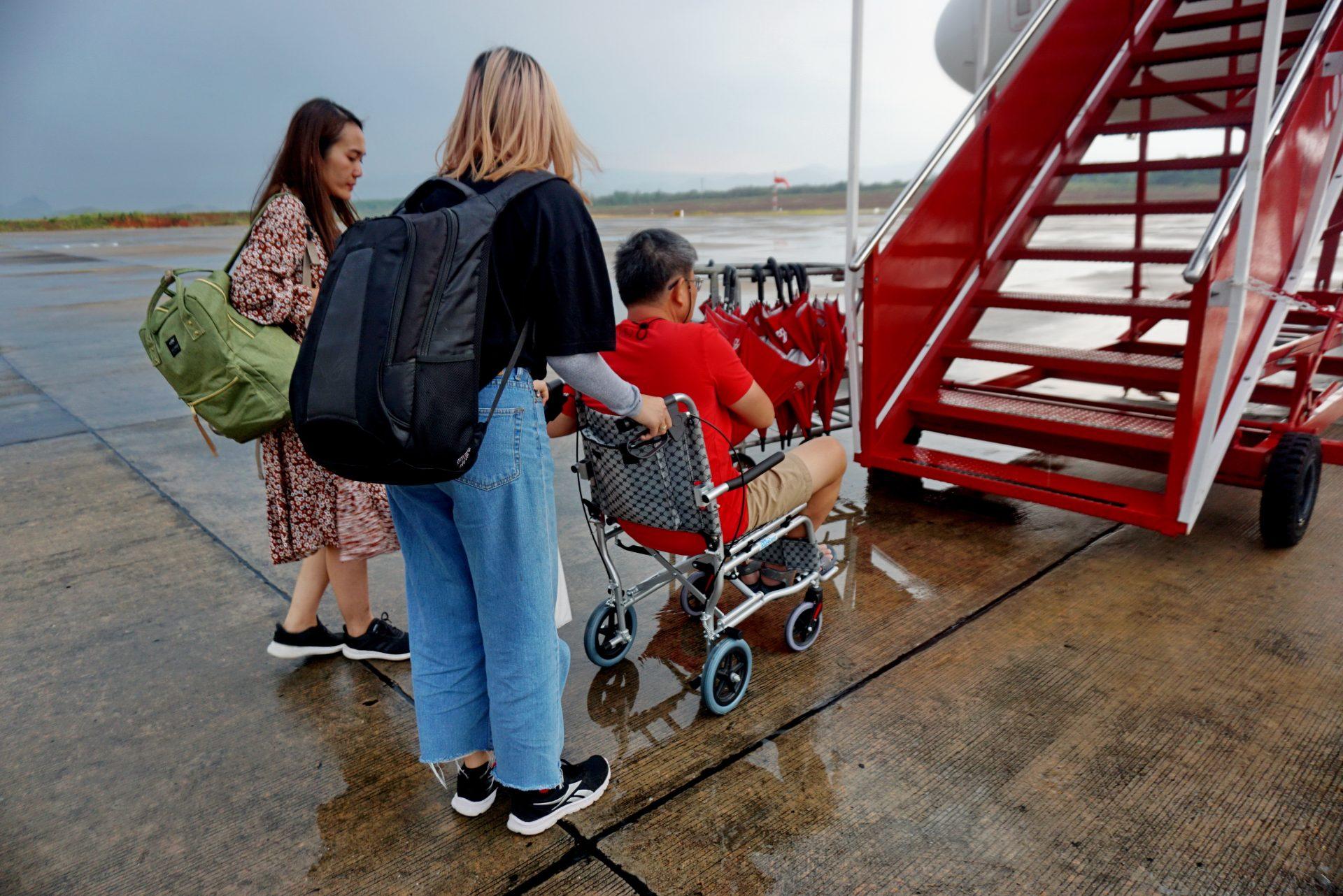 รีวิวการนำรถเข็นนั่ง (Wheelchair Manual) ขึ้นเครื่องบิน